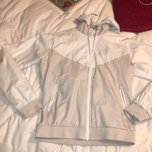 In great condition mike wind breaker